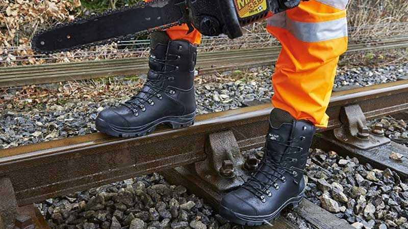 Best Chainsaw Boots Review